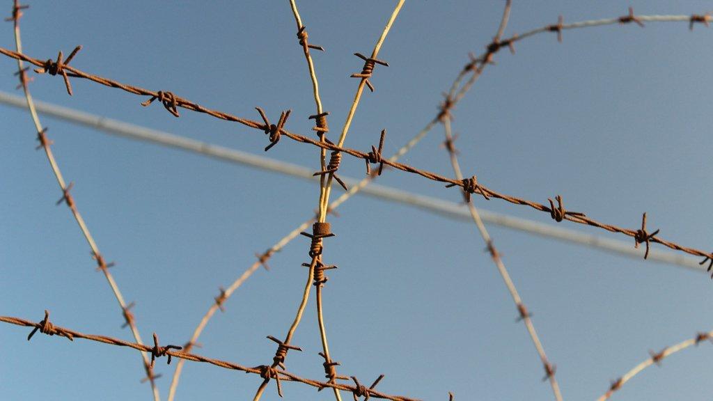 Le CGLPL recommande que l'enfermement d'enfants soit interdit dans les CRA. Crédit : Reuters