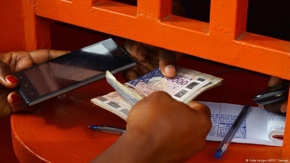 این گونه پولهای حواله ای برای بسیاری از کشورهای فقیر، یک عامل بسیار مهم اقتصادی به شمار می رود.