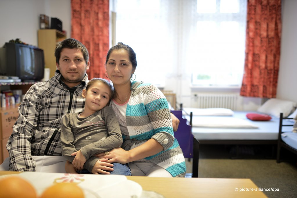 A family from Bosnia at a reception center in Berlin  Photo Picture-alliancedpaBvJutrczenka