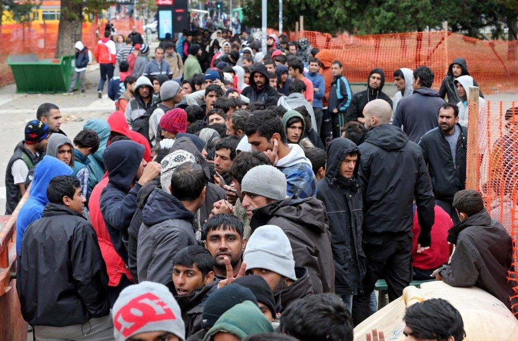 مهاجرون أثناء عبورهم ممر البلقان. المصدر: أنسا/إي بي إيه كوتشا سليمانوفيتش