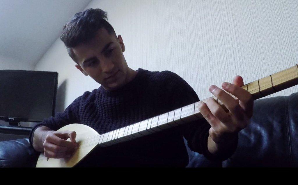 Mohammad Qasem playing the saz  Credit InfoMigrants Onkar Singh