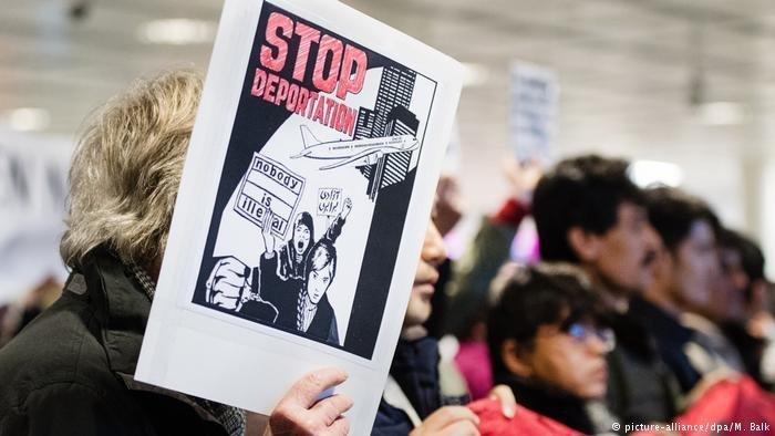 A protest against deportation.  Photo: Picture Alliance / DPA. M. Balk