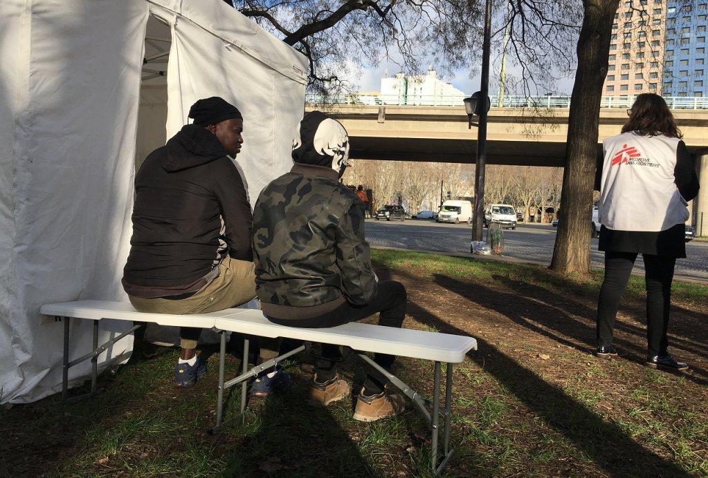 La clinique mobile de MSF à la Porte de la Villette dans le nord de Paris, le 19 janvier 2019. Crédit : InfoMigrants