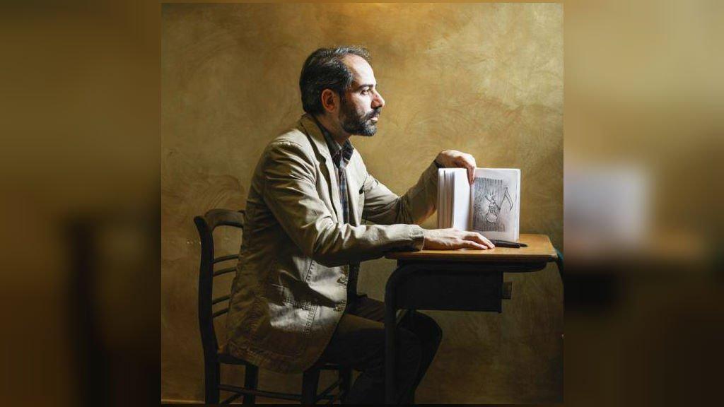 کیانوش رمضانی، کاریکاتوریست  ایرانی و بنیاد گذار United Sketch. عکس از صفحه فسیبوک کیانوش رمضانی.