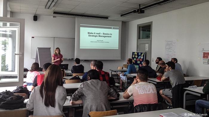 طلاب لاجئون يدرسون في برلين