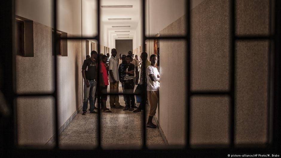 A detention camp for migrants in the Libyan village of Karareem   Photo: Picture Alliance / AP / M. Brabo