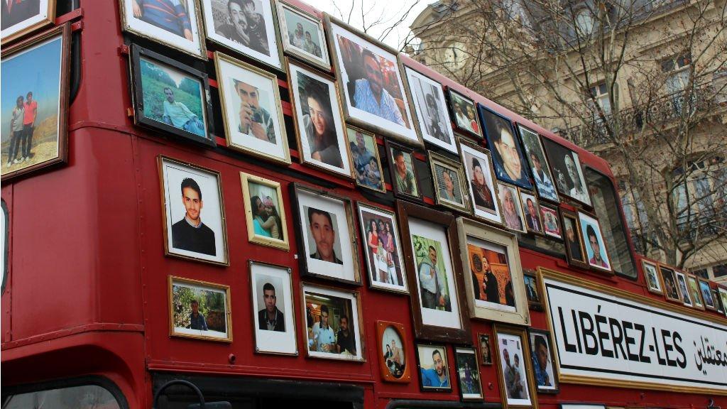 Romain Houeix, France 24 |Le 27 janvier, le bus de la liberté des familles syriennes faisait étape à Paris.