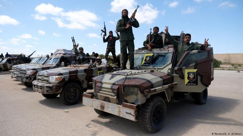 Members of the Libyan National Army (LNA) pose for a picture as they head out of Benghazi to reinforce troops advancing to Tripoli. April 7 2019 | Photo: Reuters / Esam Omran Al-Fetori