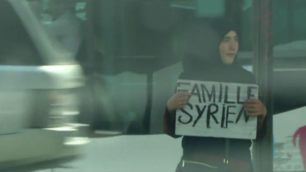 Une Doms syrienne dans les rues de Paris. Crédit : Capture d'écran de FRANCE 24