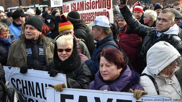 Les sentiments anti-immigrés sont monnaie courante dans la ville de Cottbus, dans l'est de l'Allemagne, où plusieurs rassemblements ont forcé les responsables municipaux à tenter de limiter le nombre de migrants.