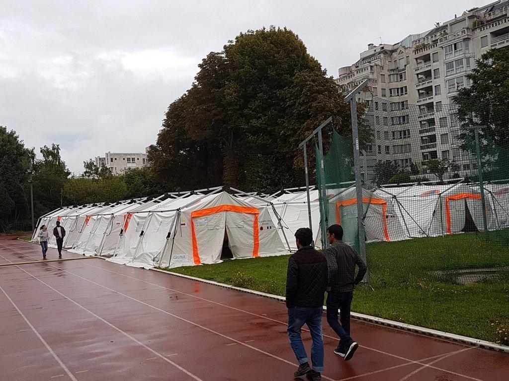 مركز استقبال مؤقت للمهاجرين جنوب العاصمة الفرنسية باريس. الصورة: شريف بيبي