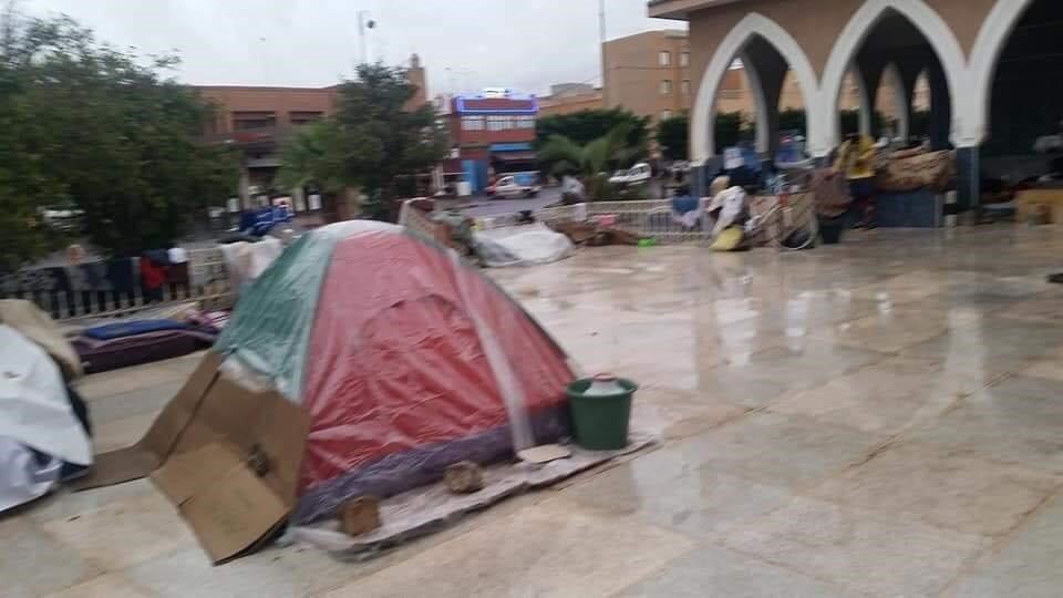 مهاجرون أفارقة في مخيم عشوائي بمدخل تزنيت/ خاص