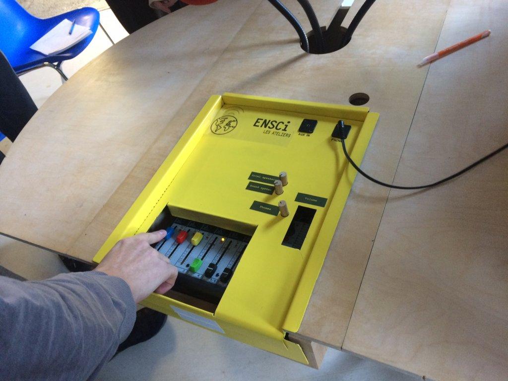 Le prototype a été créé spécialement pour l'atelier radio. Crédit : Constance Léon