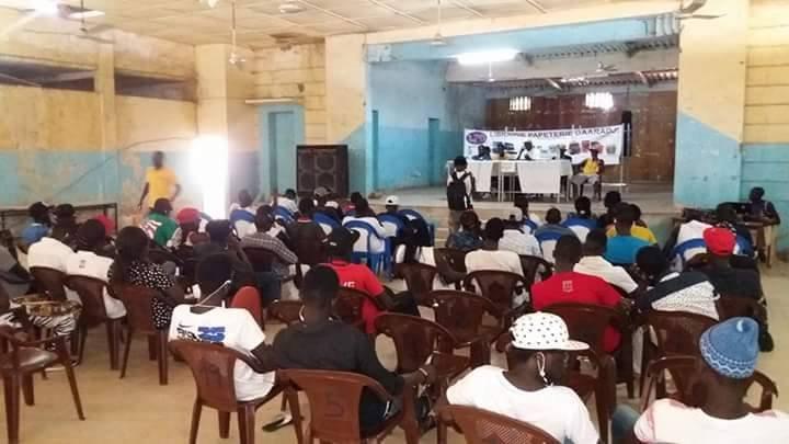 Lutter contre la désinformation et sensibiliser aux risques de l'exil : tel est l'objectif de l'association Saloum Rapatak. Crédit : Saloum Rapatak