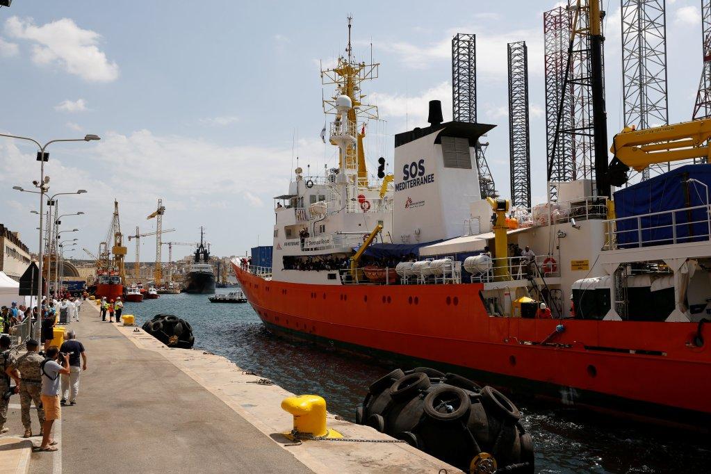 کشتی اکواریوس بعد از چهار روز سرگردانی در مدیترانه بعد از ظهر روز چهارشنبه ١٥ اگست در بندر والتا، پایتخت مالتا لنگر انداخت.  عکس از   خبرگزاری رویترز/ Darrin Zammit Lupi