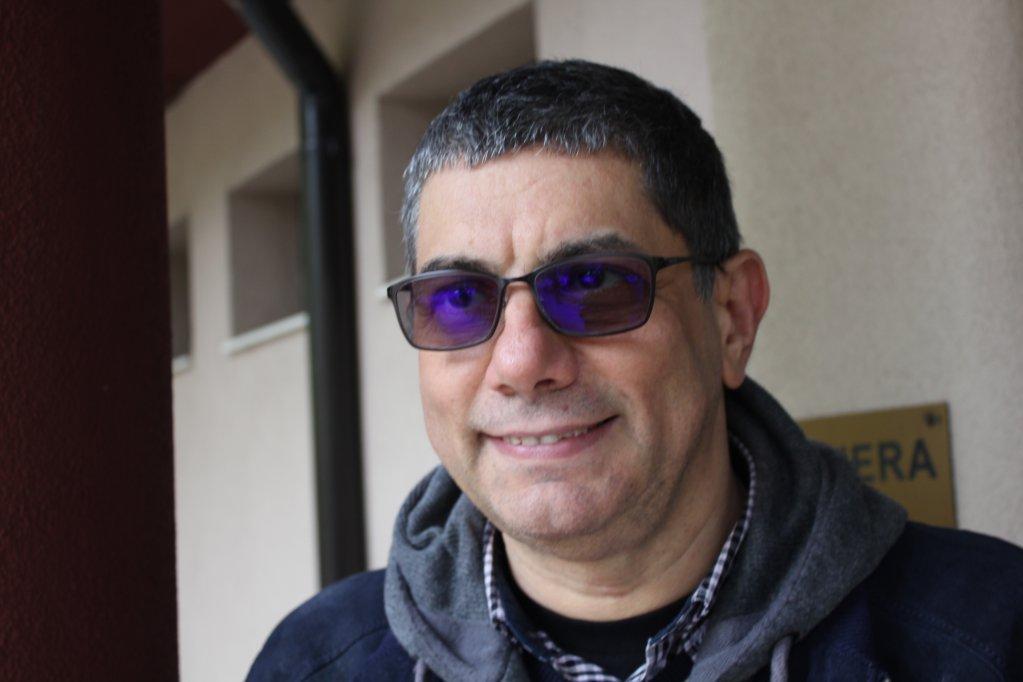 مازن رفاعي، كاتب وصحفي وناشط في الدفاع عن حقوق اللاجئن