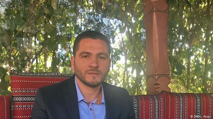 الأخ الأكبر حسام مطاوع الذي استقر في ألبانيا منذ سنوات وفتح مطعما في تيرانا.