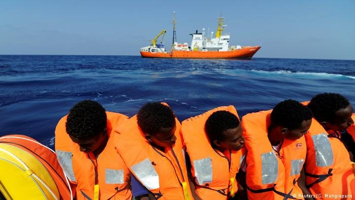 Migrants are rescued by SOS Mediterranee organization and Doctors without Borders | Photo: Reuters/G. Mangiapane
