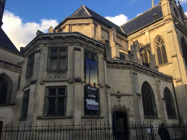 """L'église Saint-Bernard, aussi nommée """"Notre-Dame-Des-Sans-Papiers"""". Crédit : InfoMigrants"""