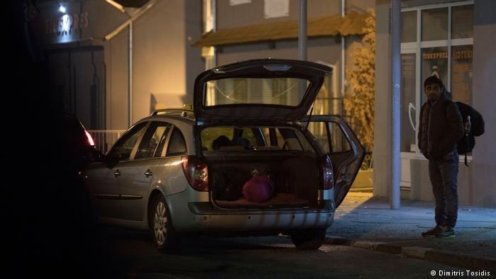 يختار أولئك الذين يستطيعون تحمل تكاليف طرق أخرى للتهريب أن يدفعوا لسيارات الأجرة لنقلهم عبر كرواتيا، وتبلغ تكلفة ذلك حوالي 1200 يورو (1400 دولار) للشخص الواحد