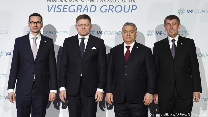 picture-alliance/AP Photo/S. Koszticsak |قادة مجموعة فيسغراد المتشددة في ملف الهجرة واللجوء.