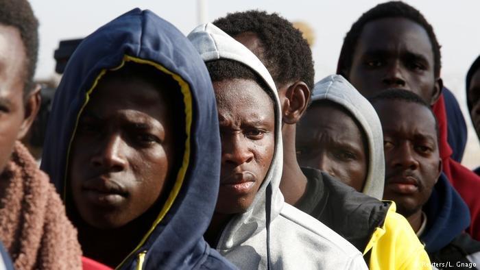 Sans-papiers les migrants sont souvent abandonns eux-mmes