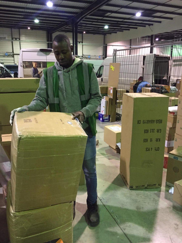 Mohamed travaille depuis un an et demi pour le Chronopost d'Alfortville. Crédit : DR