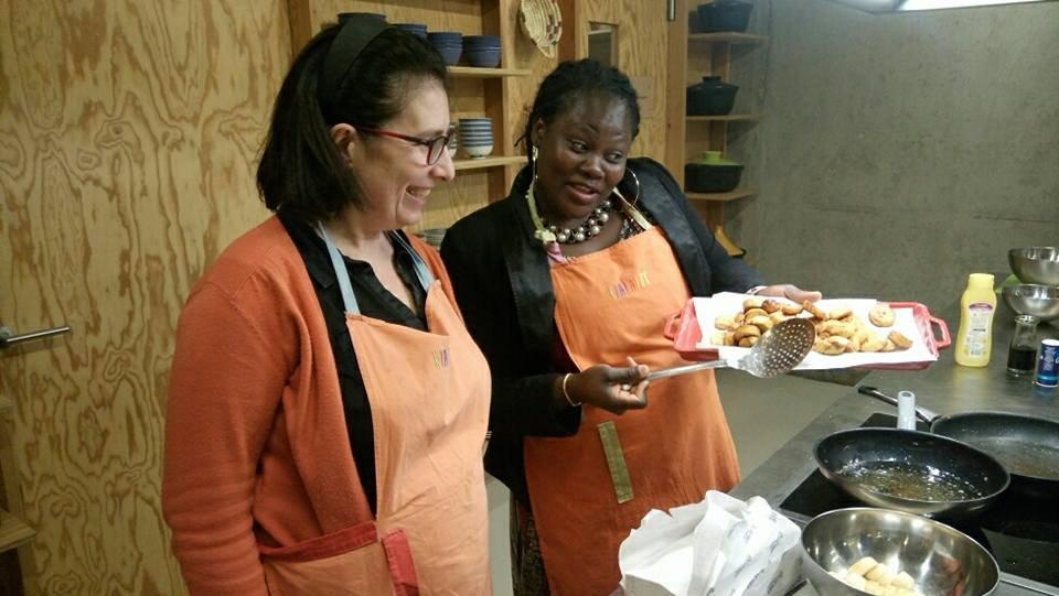 Afousatou organise des ateliers de cuisine. Crédit : Afousatou