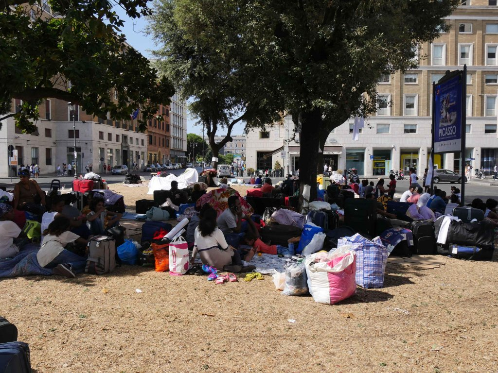 The photo shows migrants in Piazza Indipendenza the day after the evacuation. Photo Credit: Stefano Intreccialagli