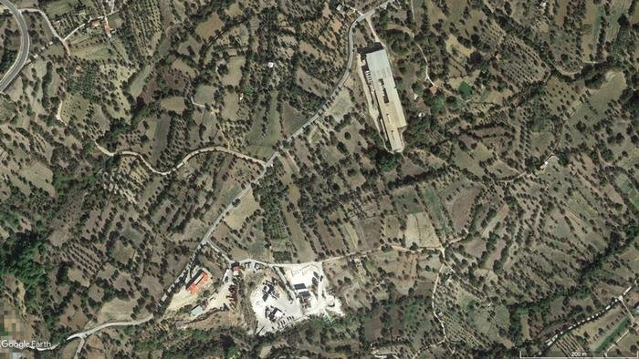 Google Earth satellite image: Two sites of the Vial reception center on Chios, summer 2018. | Source: Google Earth
