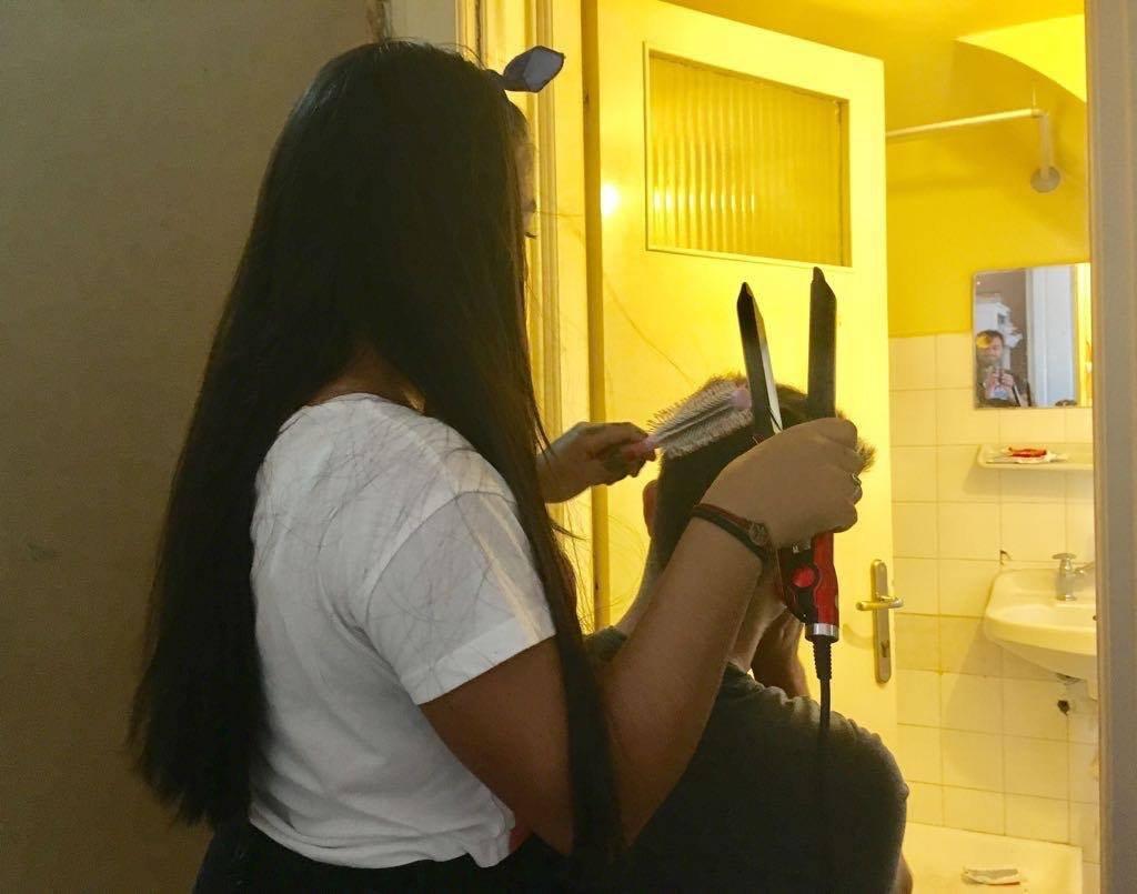Atelier coiffure au centre pour mineurs de Chios Crdit  Charlotte Boitiaux
