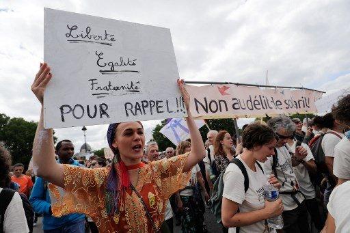 Thomas SAMSON / AFP |Quelques milliers de personnes se sont retrouvées ce dimanche 17 juin à Paris pour accompagner la marche pour les migrants.