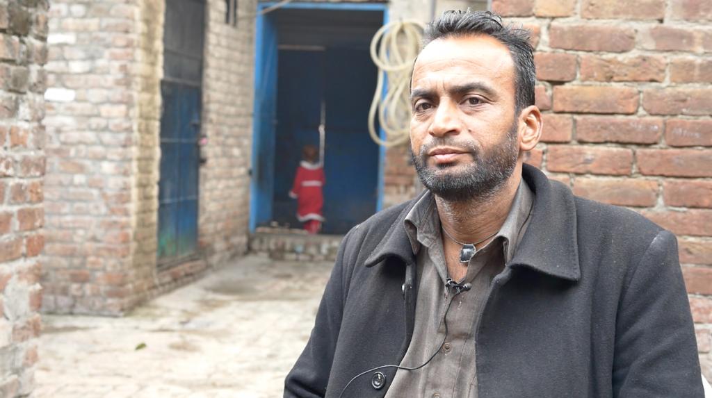 Ghulam Rasool a dû épargner toute sa vie pour pouvoir envoyer son fils en Europe