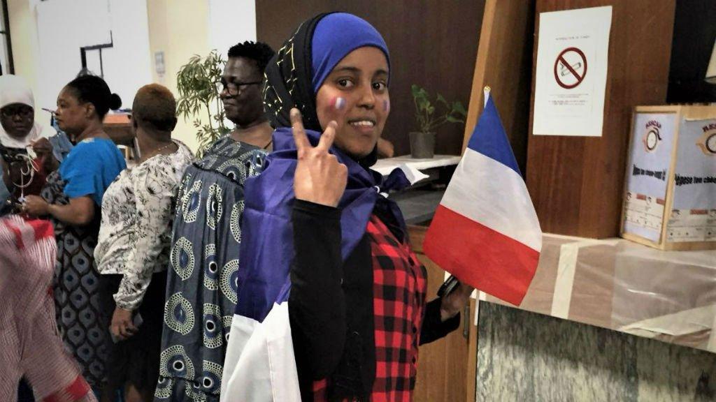 @Bahar Makooi |Florence, Bakayoko et leurs amies de la résidence Albin Peyron se préparent pour fêter la victoire des Bleus en finale du Mondial-2018, le 15 juillet à Paris.