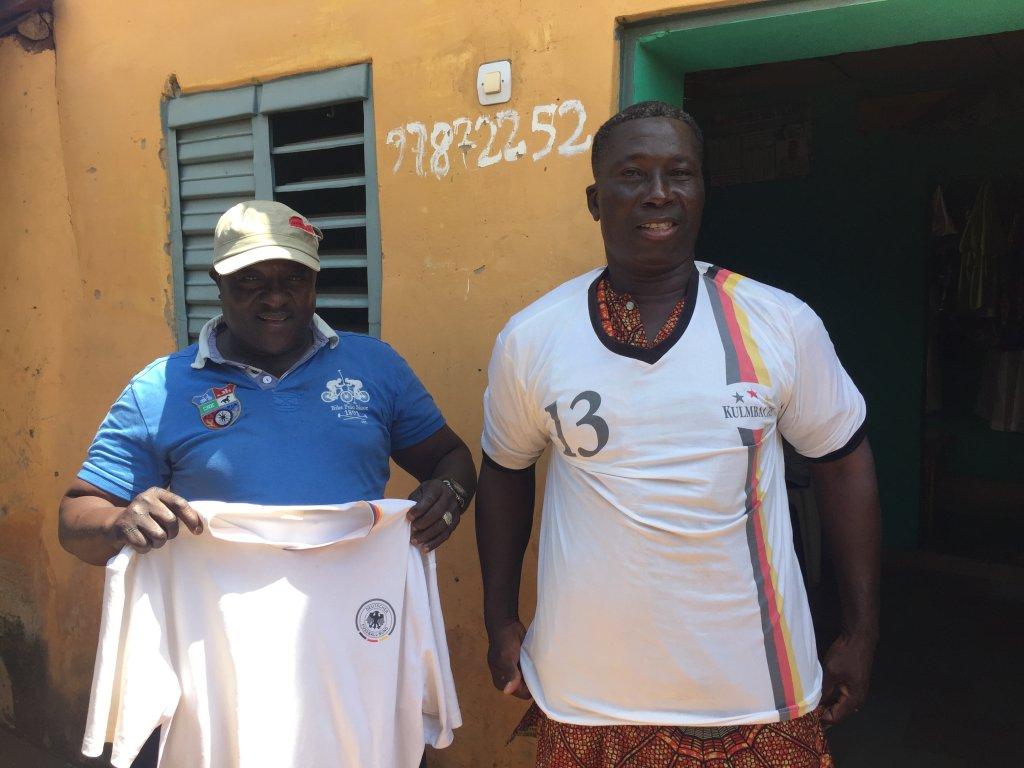RFI/Delphine Bousquet |Ousmanou Gounou et son ami Eustache Ourou Gani. Les quinquagénaires avaient migré en Europe au début des années 90.