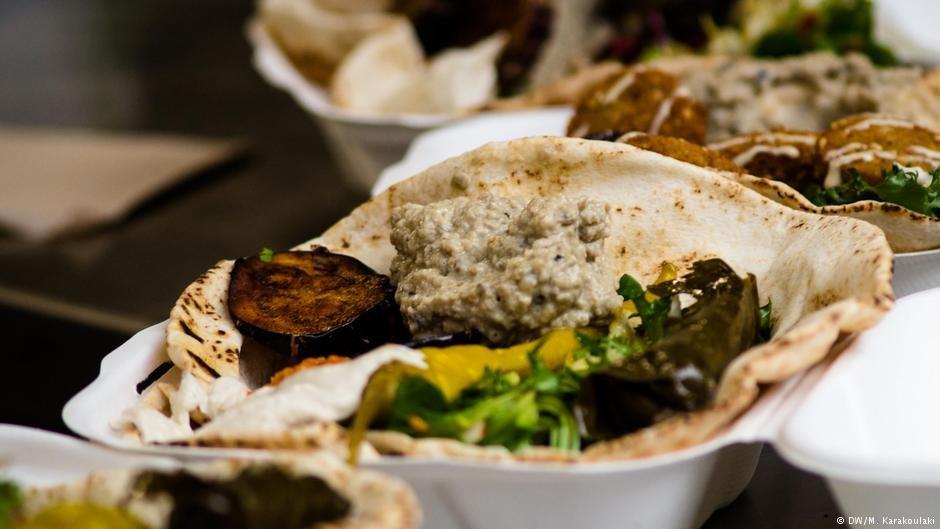 Falafel lunch boxes | Photo: DW/M. Karakoulaki