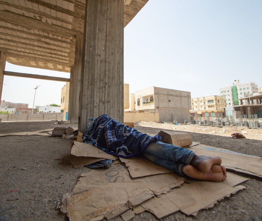 De nombreux migrants sont sans-abris et dorment  mme le sol dans des btiments abandonns  Aden  Photo  R IbrahimIOM 2020