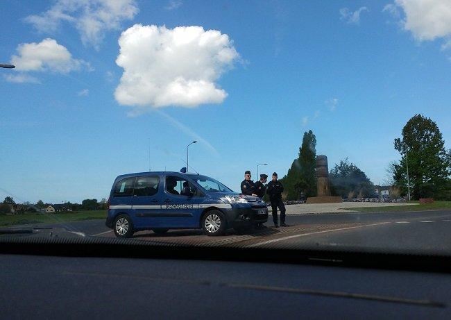 La présence policière s'est renforcée à Ouistreham. Crédit : Paul Chiron