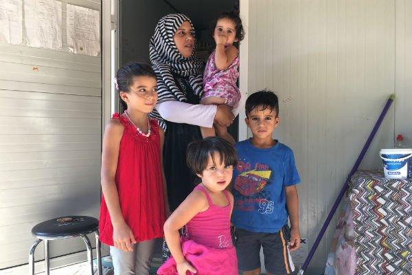Safaa et ses enfants. Crédit : Charlotte Boitiaux