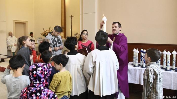 تعميد لاجئين من إيران في الكنيسة البروتستانتية اللوثرية في برلين