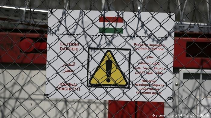 Ungarisch-Serbische Grenze Containerlager für Flüchtlinge (picture-alliance/AP Photo/D. Vojinovic)