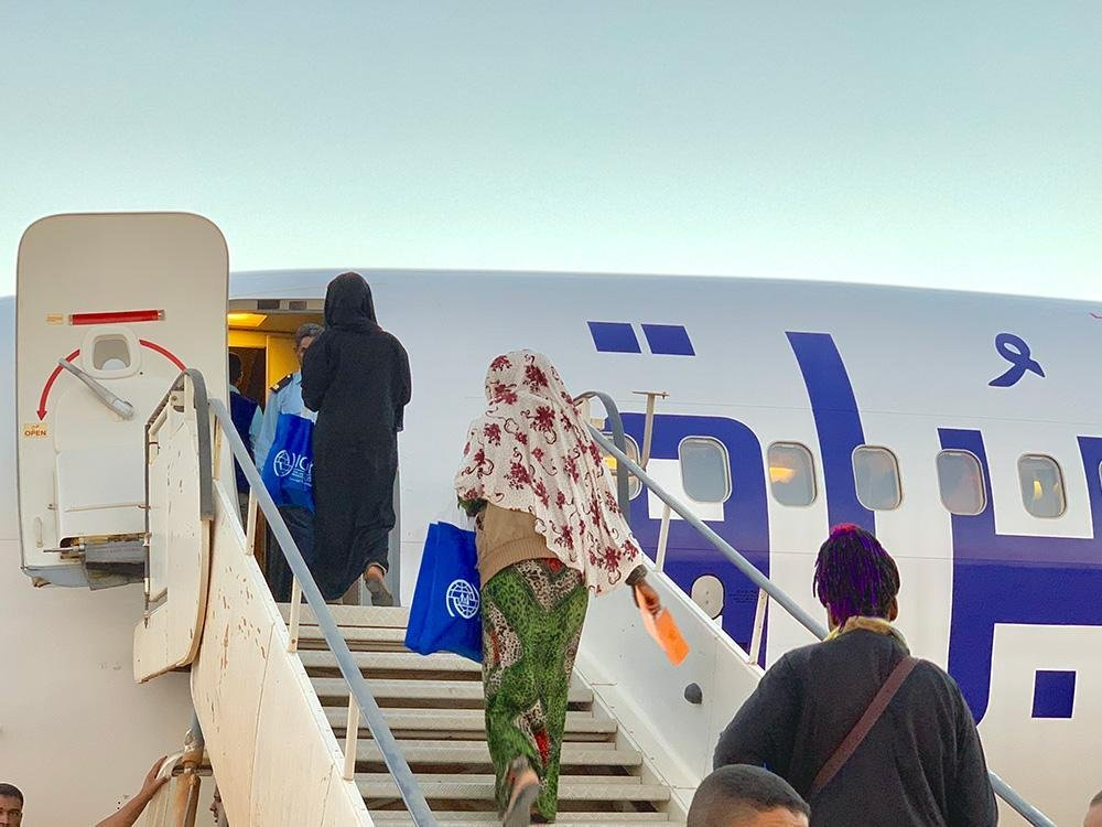 Nigerian migrant returnees boarding the plane to Lagos from southern Libya on 8 November 2018. Credit: IOM/Moayad Zaghdani