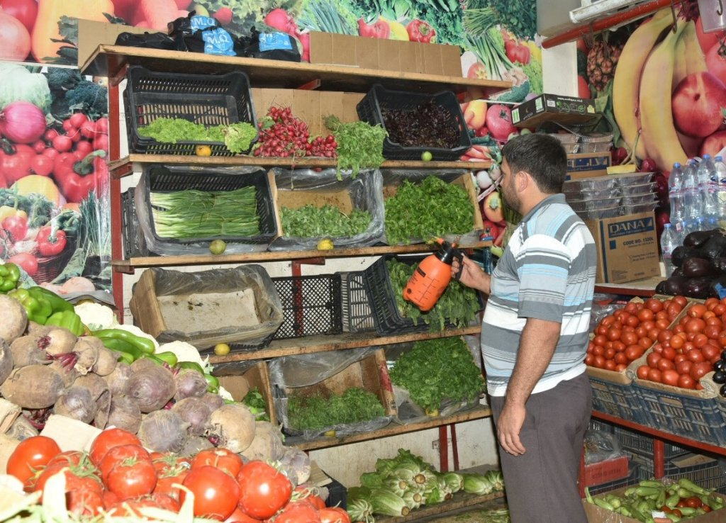 Desc A syrian refugee working in a super market in Baakata Mount lebanon  Photo credits Khaldoun ZEIN-EDDINE Date Mount Lebanon August 12 2019