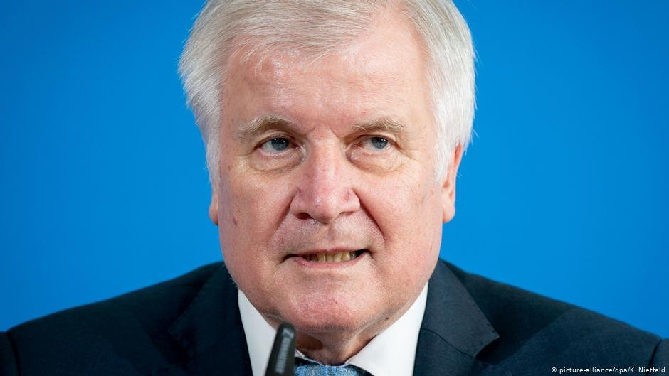 Seehofer has been known for taking a hard-line approach to migration | Photo: Picture-alliance/dpa/K.Nietfeld