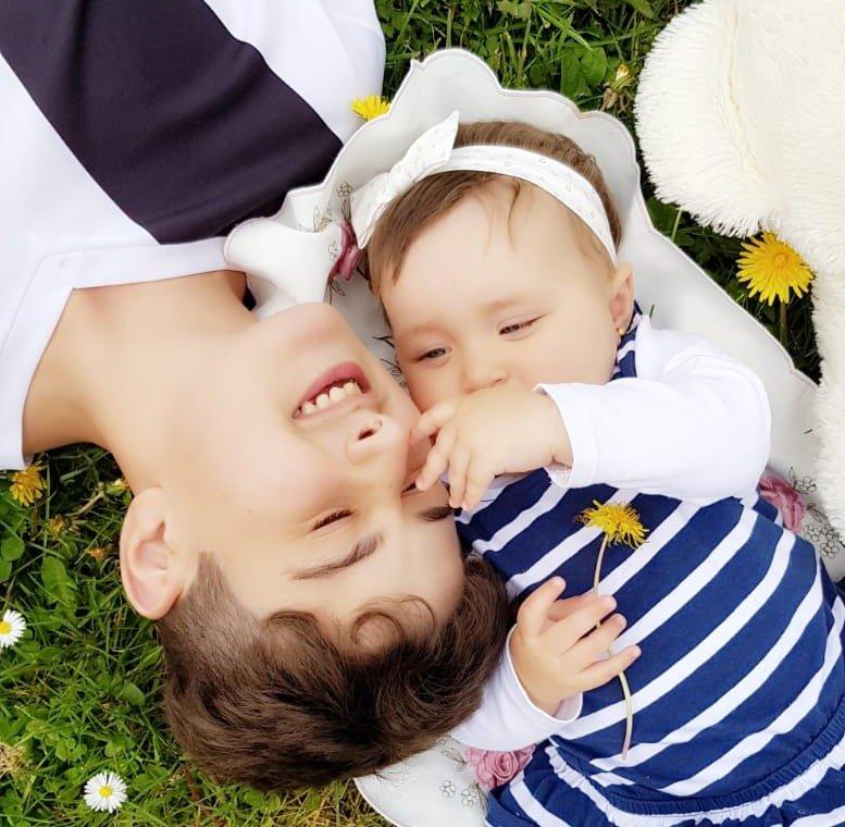 خالد مع أخته دينيز من زوج أمه الألماني
