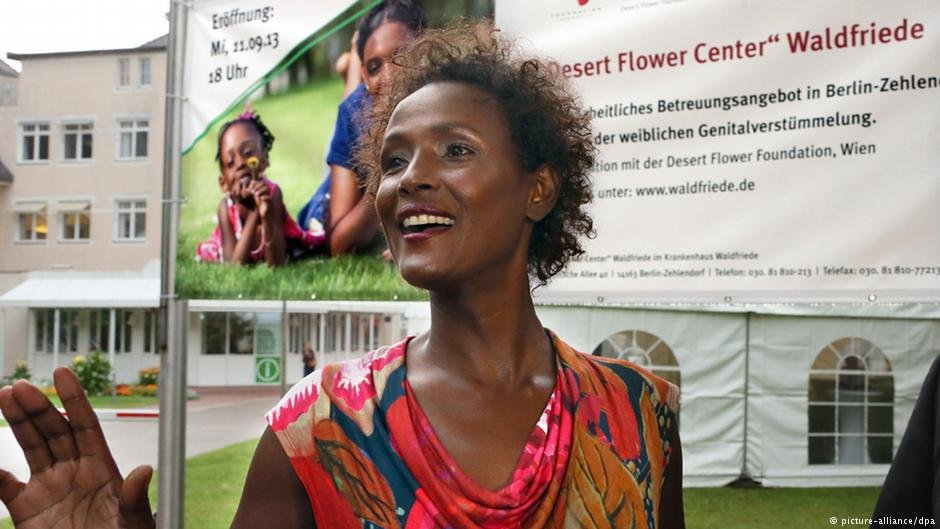 Waris Dirie at the opening of the Desert Flower Center in Berlin | Photo: Picture-alliance/dpa