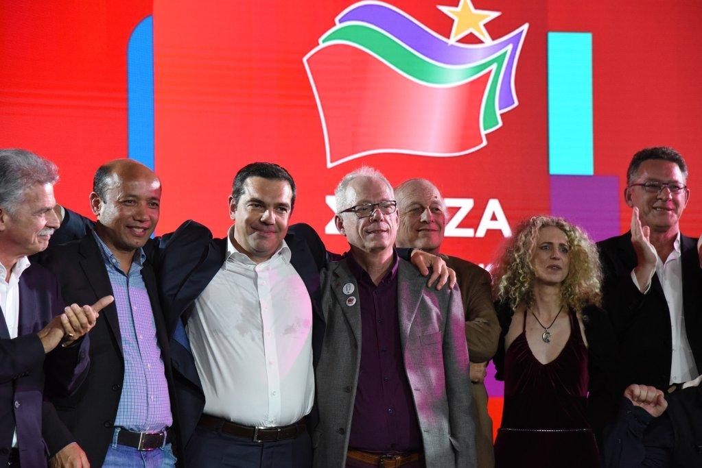 ښاغلی محمدي د یونان له لومړي وزیر الکسېس تسیپراس سره. کرېډېټ: د یونس محمدي له فېسبوک پاڼې څخه