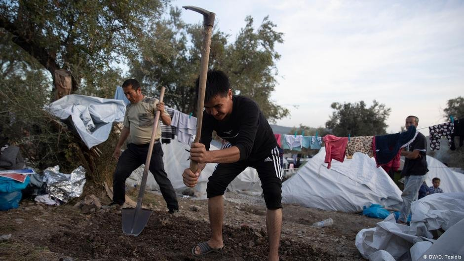 The camp is growing and new tent sites must be created | Photo: DW/D.Tosidis
