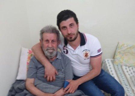 جميل قجيجه مع والده المتوفى