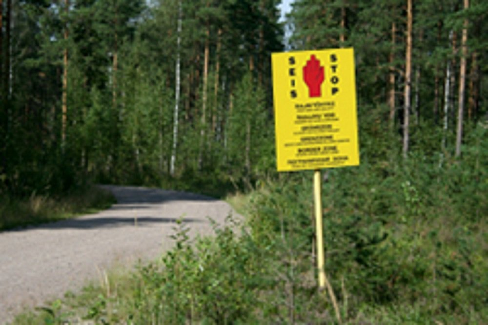 A screenshot of an example of a sign forbidding entry to the Finnish-Russian border zone | Source: Screenshot from Finnish Border Agency website RAJA